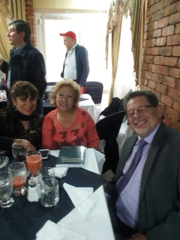 Compartiendo con Roberto reyes y su esposa la cantante Mariluz.